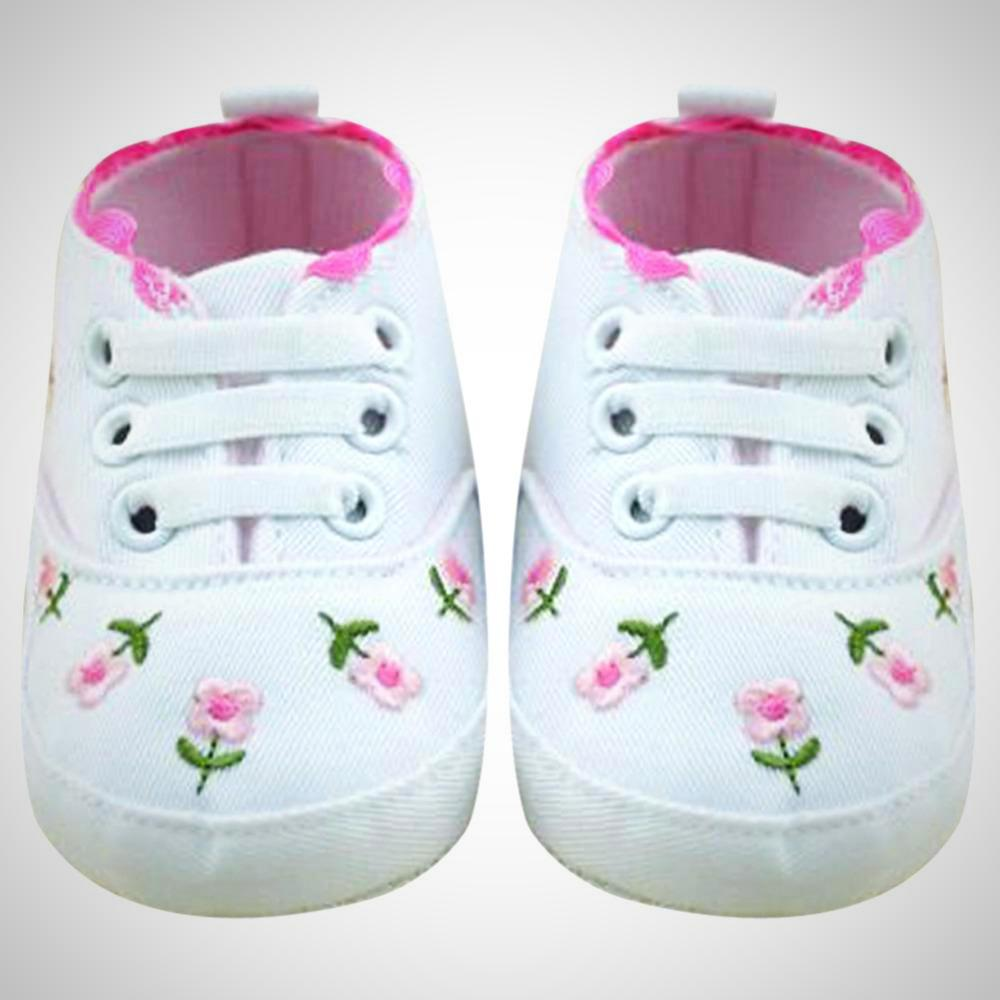 7063f4403ed65 White Lace Baby Girl Shoes