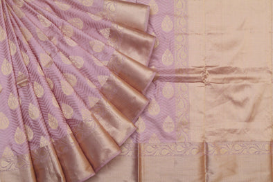Scintillating Banarasi Handloom Saree In Peach
