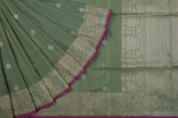 Pastel Green Banarasi Banarasi silk Handloom Saree With Floral Motifs