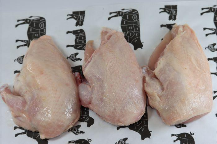 Yorkshire Lean Meat Free Range Chicken Supremes Skin On 5x227gm(8oz) Yorkshire Barn Reared Chicken Supremes