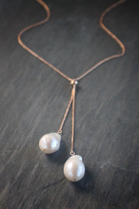 Sea and Stone Jewelry - Large adjustable baroque pearl lariat necklace on rose gold vermeil.