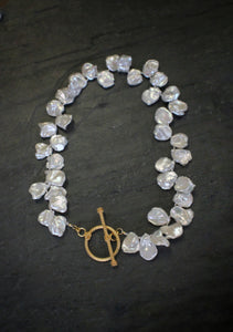 Sea and Stone Jewelry | White Petal-shaped Pearl necklace with vermeil toggle