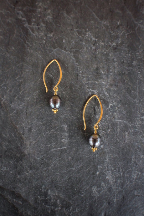 Black Pearl Crescent Earrings