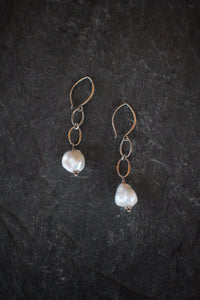 sea and stone jewelry Sterling Silver Linked Pearl Earring