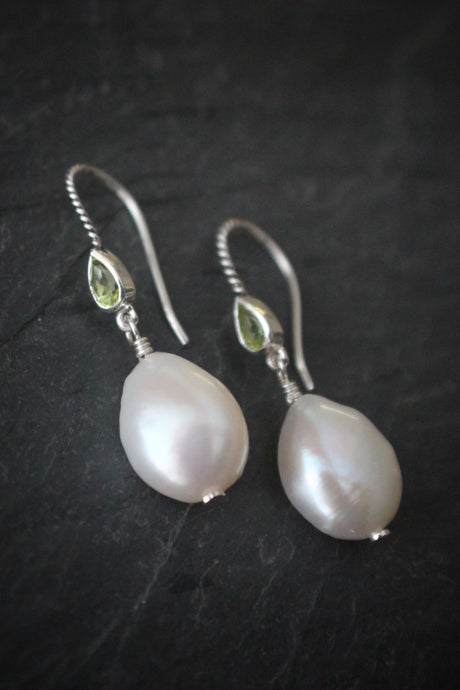Sea and Stone Jewelry - Drop earrings with pearls hanging from twisted sterling silver hook ear wires set with pear shaped peridot stones. August birthstone.