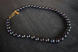 sea and stone jewelry Black Pearl Necklace