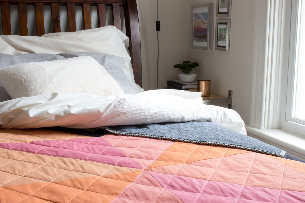coral star quilt in bedroom