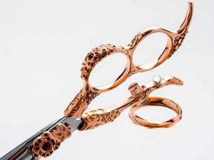 The Mirage Nirvana is a high quality shear for professional hairstylists. This pair of shears features a beautiful rose gold handle. Close-up handle view