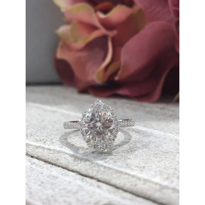 Kiana ~ 18Kw 7Mm Round Moissanite Diamond Halo And Band - Ring