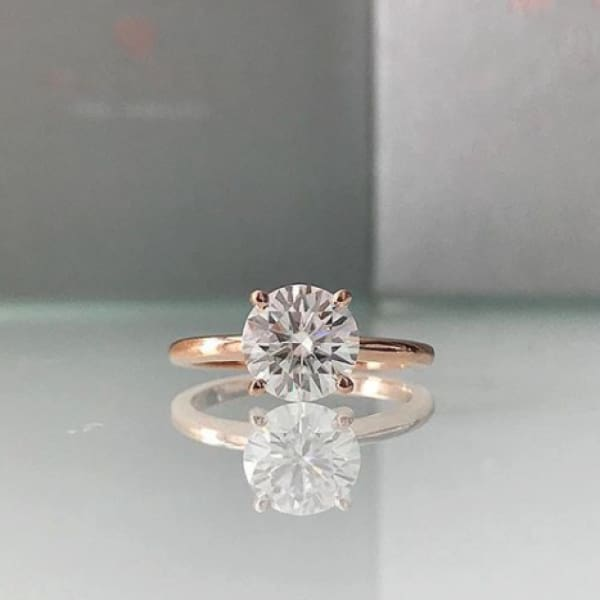 Laura ~ 14Kr 8Mm Round Moissanite Solitaire - Ring