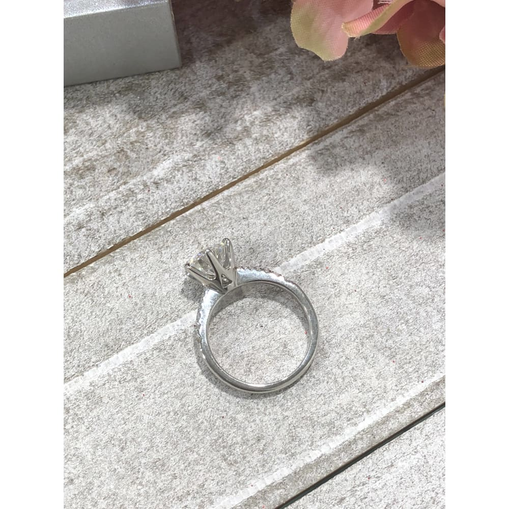 Olivia ~ 18Kw 8.0Mm Round Moissanite Diamond Band - Ring