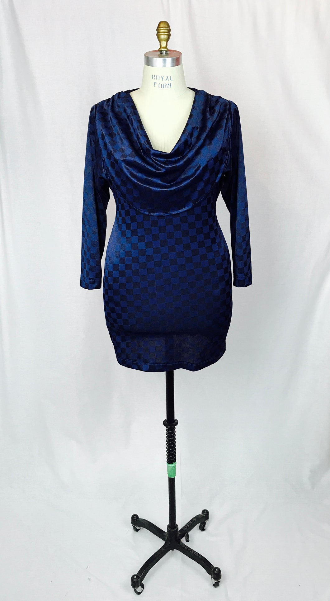Cowl feature, long sleeve, reversible back to front.