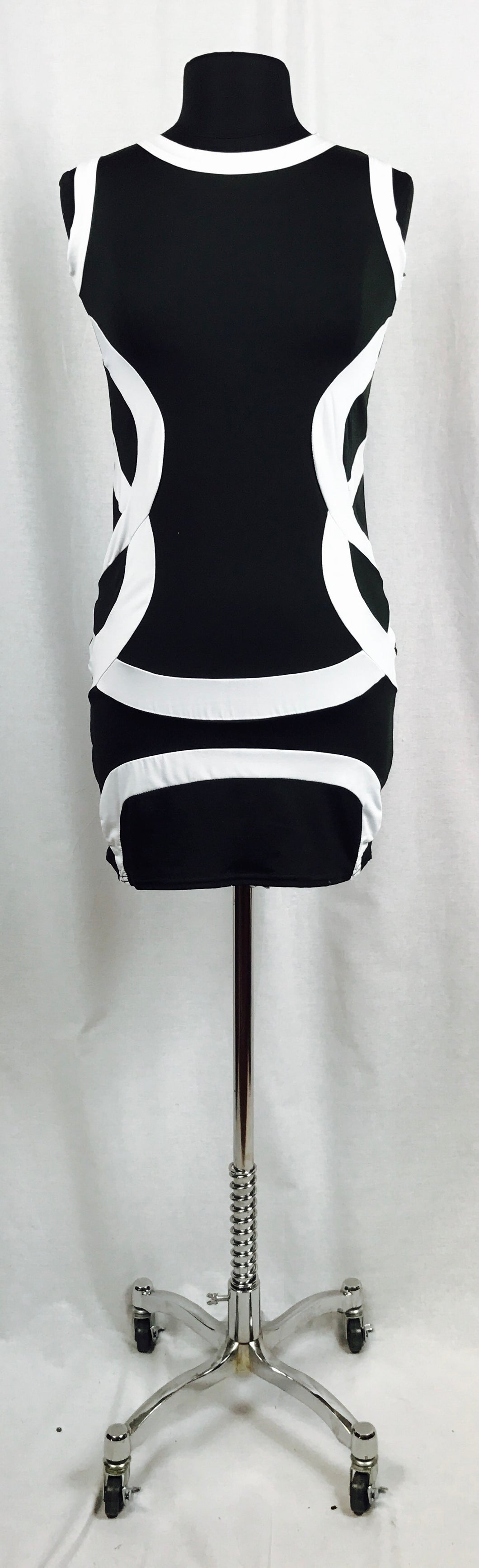 Black and white curves, sleeveless