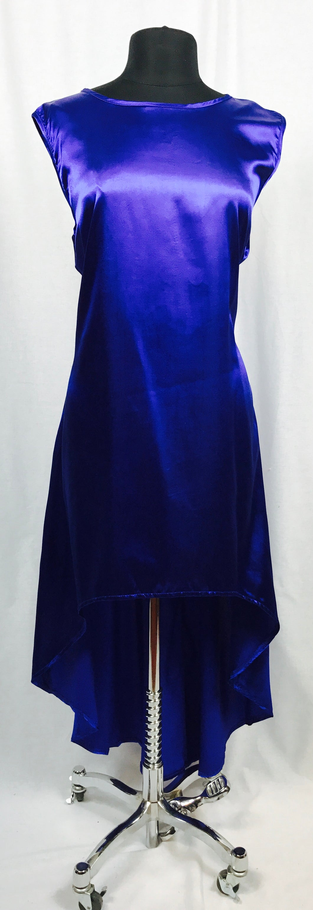 Hi / Lo sleeveless satin dress