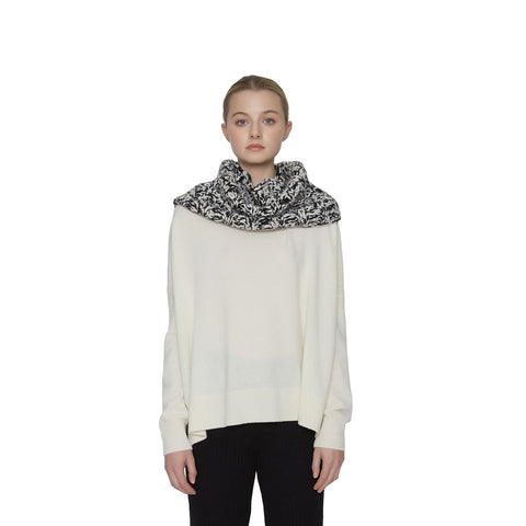 products/Avery-Cashmere-Scarf-Noir-Creme-Fr1ont_77182e94-b07a-4598-a706-43cfb4e047ba.jpg