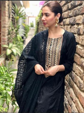 Mahira Khan cotton embroidered suit(Replica)(Unstitched)