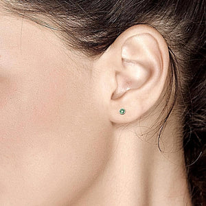 14k White Gold Emerald Stud Earrings 0.20 Carat - Chillatto