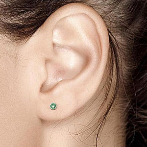 14k White Gold Emerald Bezel Studs 0.10 Carat - Chillatto