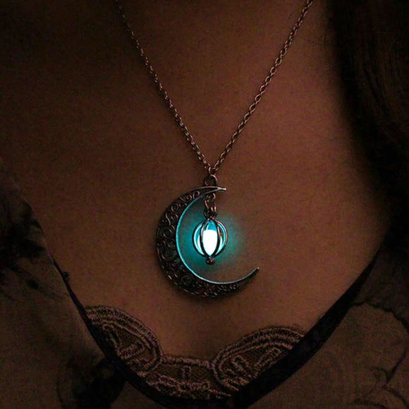 Luminous Moonlight Pendant Necklace (Jewelry)