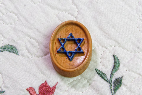 Painted Star of David Carved Magnetic Needle Minder