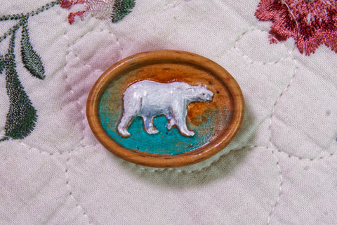 Polar Bear Painted Carved Magnetic Needle Minder