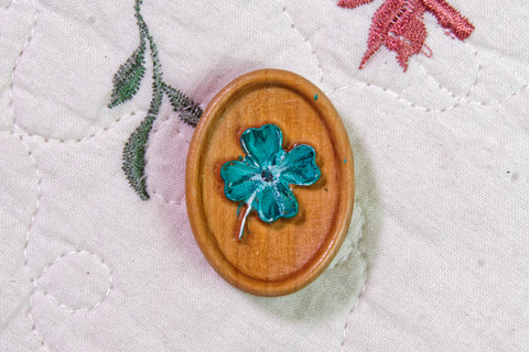 Painted Lucky Clover Carved Magnetic Needle Minder