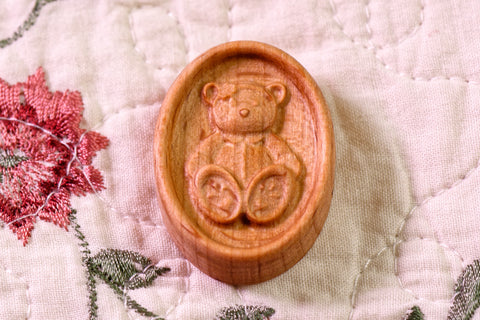 Carved Teddy Magnetic Needle Minder