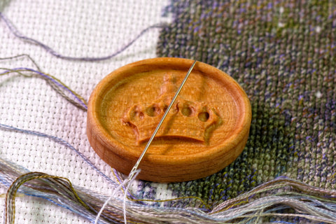 Carved Crown Magnetic Needle Minder
