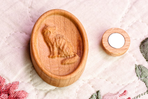 Carved Cat Magnetic Needle Minder