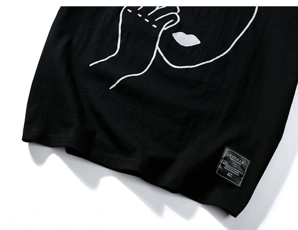 Sneak finger t-shirt