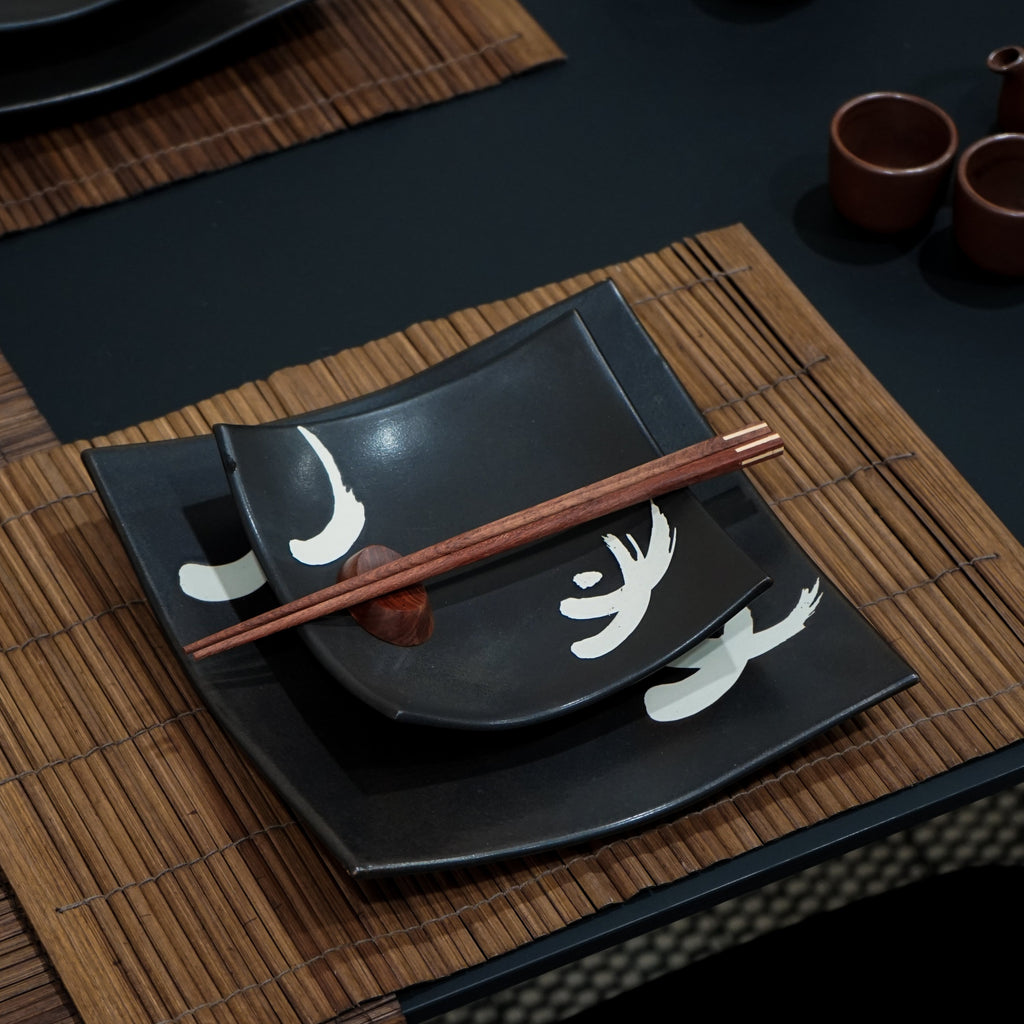 Black Square Plate Set with Motif