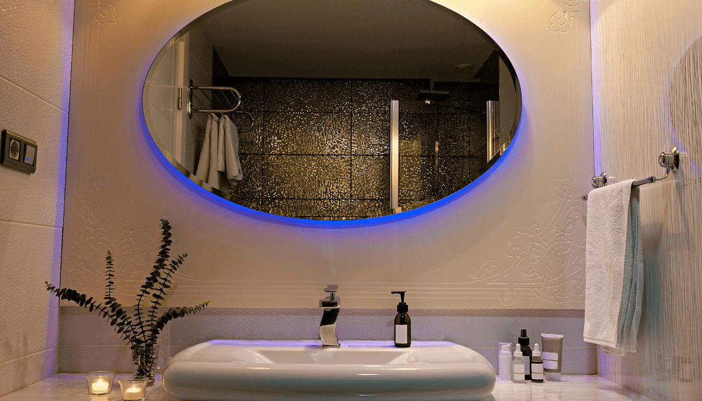 8.LIGHTED AND BACKLIT VANITY MIRRORS, IDEAL FOR MODERN AND CONTEMPORARY BATHROOMS