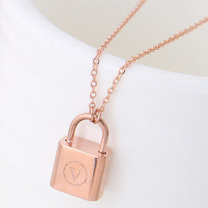 Rose Gold Lock Necklace - Crateen