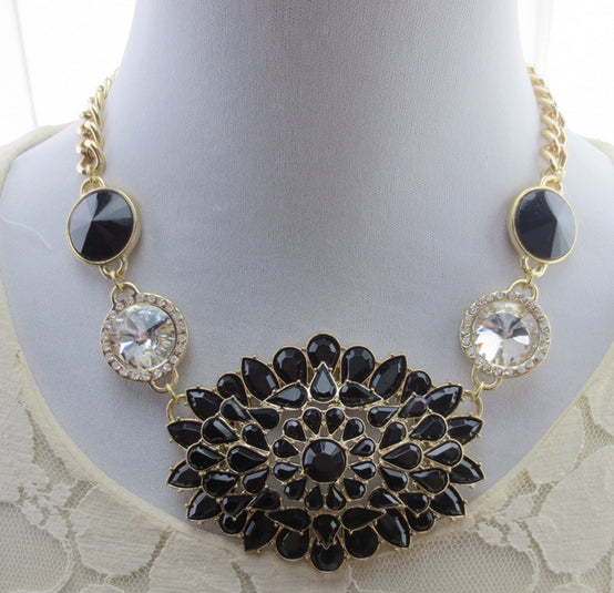 Black Eye Necklace - Crateen