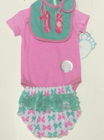Baby Mode infant girl's short set