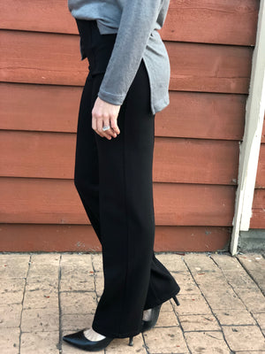 Slim Straight Pant in Black - Small