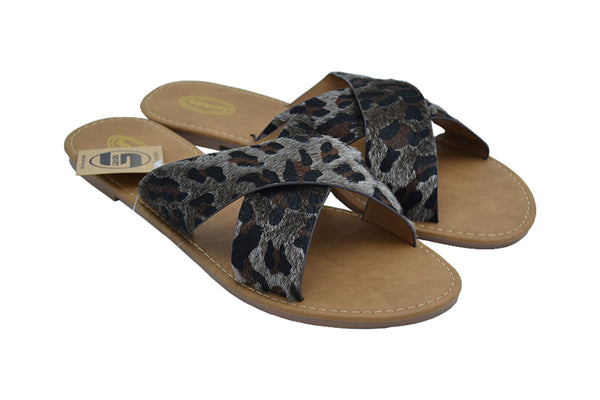Cheetah cross flat sandals for women. Youthful beautiful comfy footwear. Spring, Summer, every day wear. Chanclas para mujer.