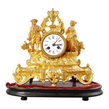 Mantel clock in gilt - detail