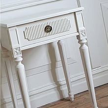 Gustavian bedside table - painted detail