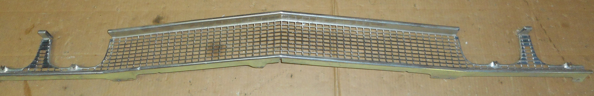 FRONT GRILL ,USED 68 CHEVELLE ELCAMINO