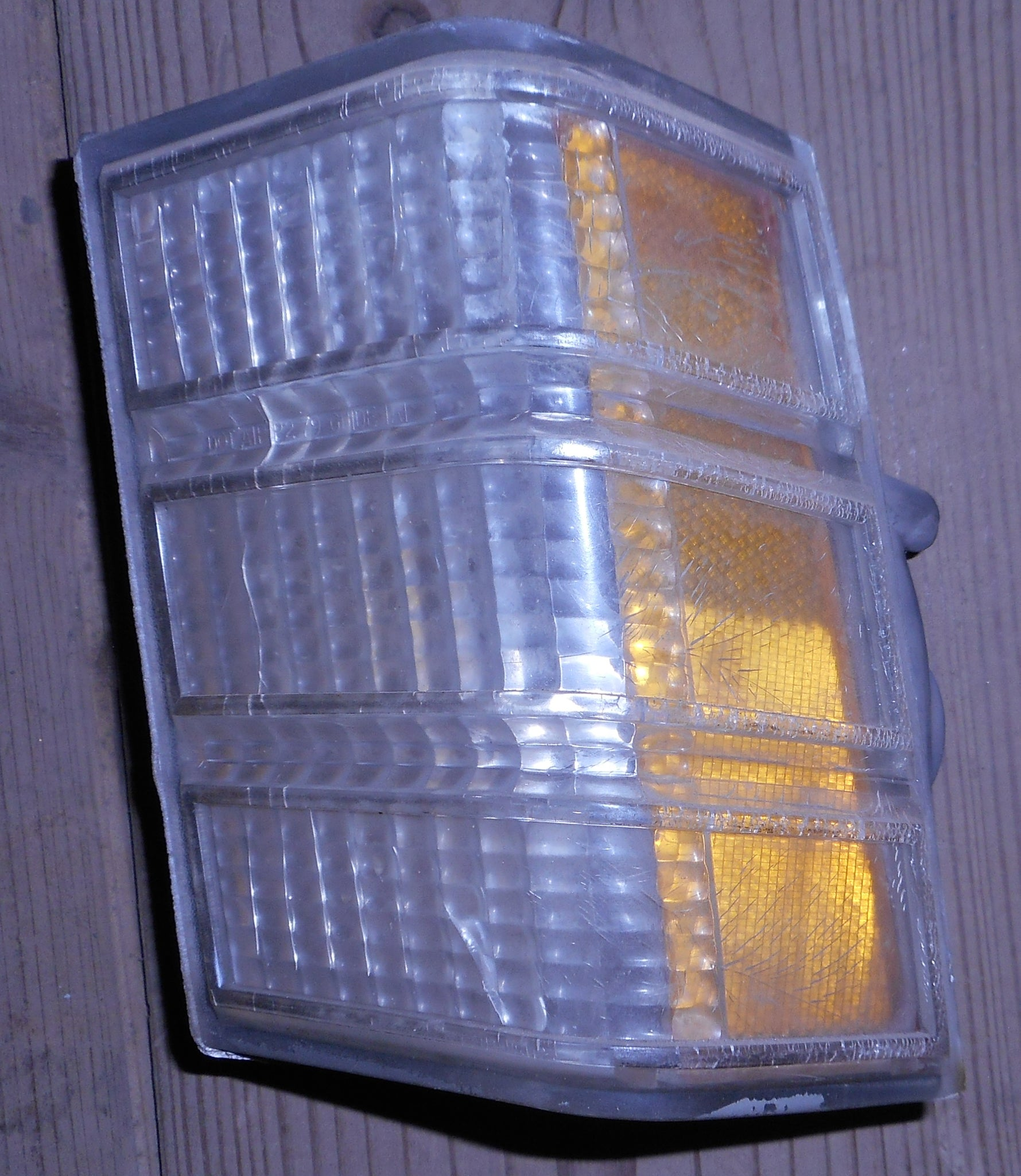 PARK LIGHT LENS ,LEFT USED,79 MONTE CARLO