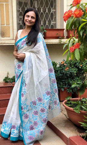 Mrs Akhila D. from the wonderful city of Bangalore absolutely dazzling with her pretty smile in her Handwoven Pure Cotton Jamdani Saree from Bengal Looms India.