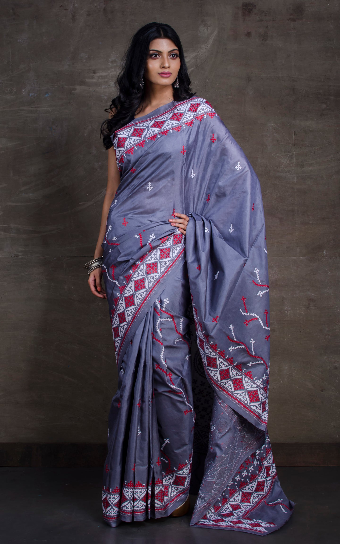 Pure Silk Hand Embroidery Kantha Stitch Saree in Steel Grey, Red  and Off White