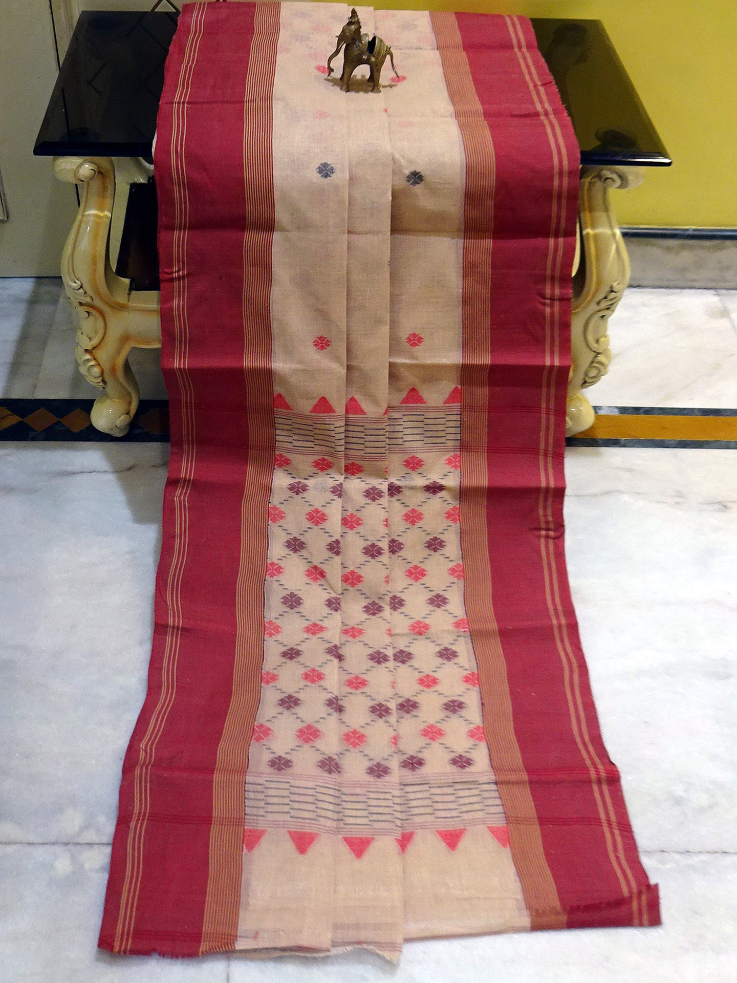 Patli Pallu ( Kuchi Anchal ) Bengal Hand Loom Cotton Saree in Beige and Maroon