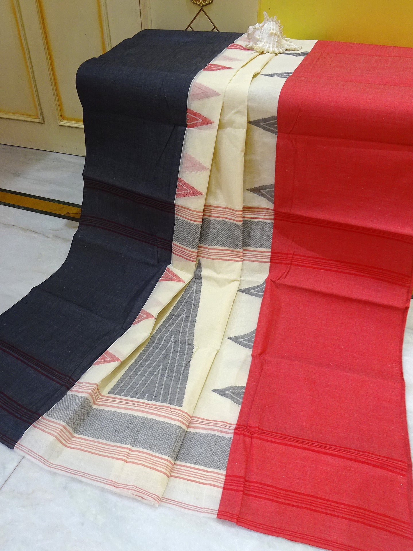 Bengal Handloom Cotton Hazar Buti Saree in Tomato Red and Navy Blue