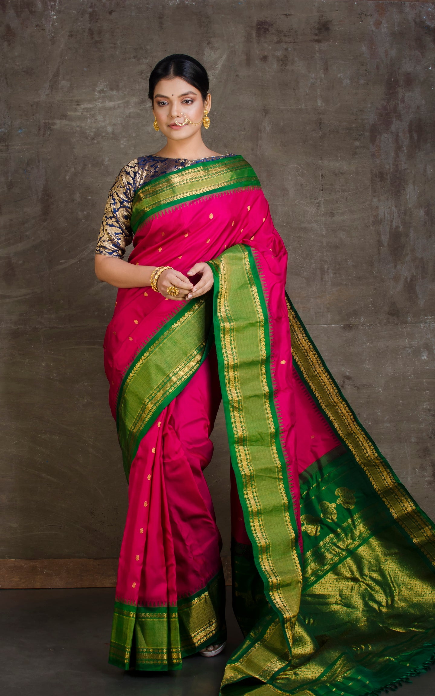 Exclusive Gadwal Silk Saree in Magenta Rani and Forest Green