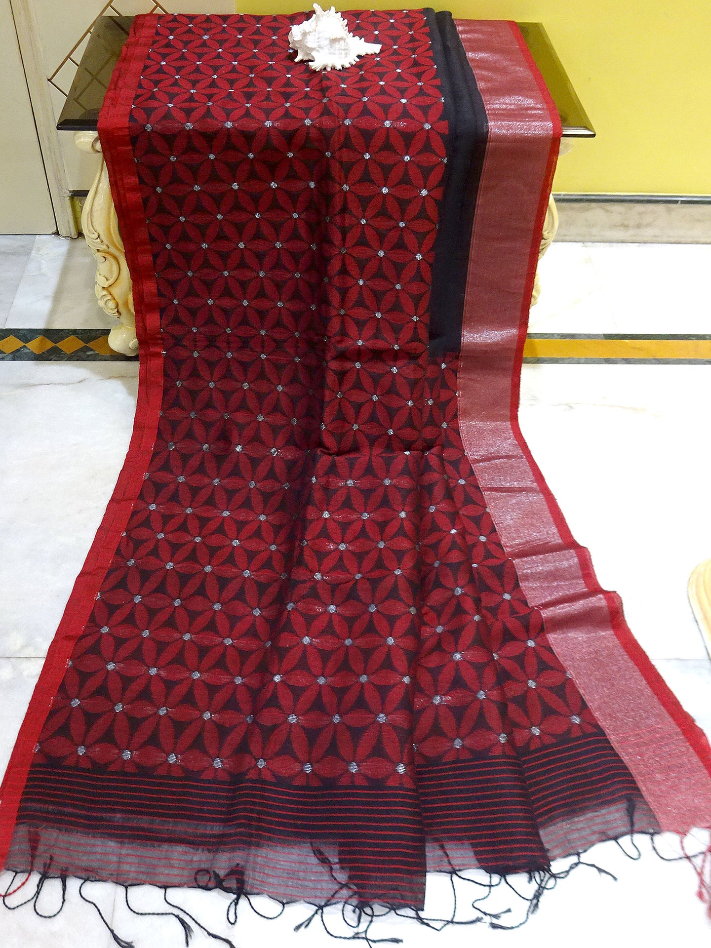 Tanchui Border Designer Linen Saree in Black and Red