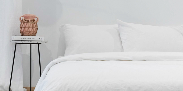 How to achieve the all-white bedroom