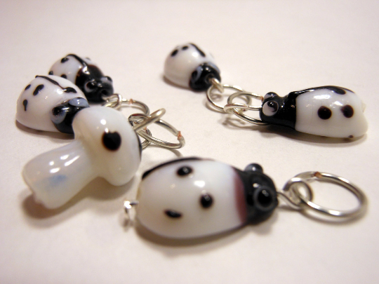 Handmade Lampwork Glass Stitch Markers ~ Under a log ~ Set of 1 Mushroom and 5 Beetle Stitch Markers ~ White and Black