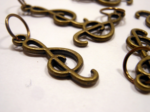 Handmade Antique Bronze Metal Stitch Markers ~ Treble Clef ~ Set of 6